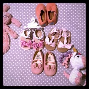 4 pairs of 6-18 months baby girl shoes